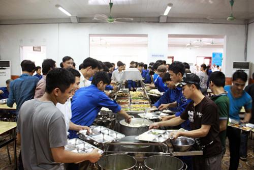 Bữa ăn tự chọn của công nhân Công ty CP Than Hà Lầm - Vinacomin