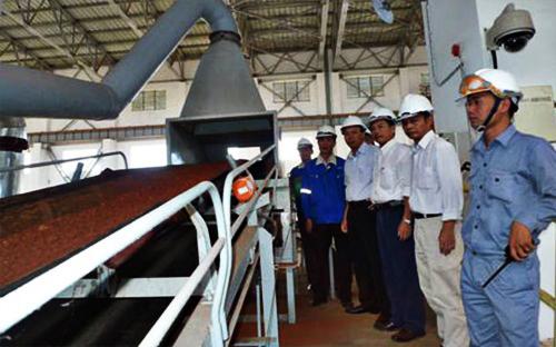 Kiểm tra hệ thống nghiền tinh quặng chuẩn bị của tổ hợp dự án Tân Rai
