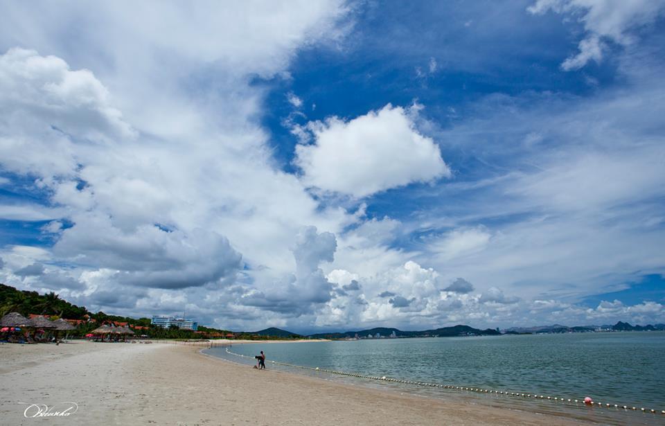 Thật tuyệt vời khi bạn có thể thong dong đón ánh ban mai bên bờ biển xanh lộng gió