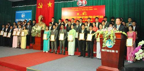 Đảng uỷ Công ty than Hạ Long kết nạp đảng viên mới